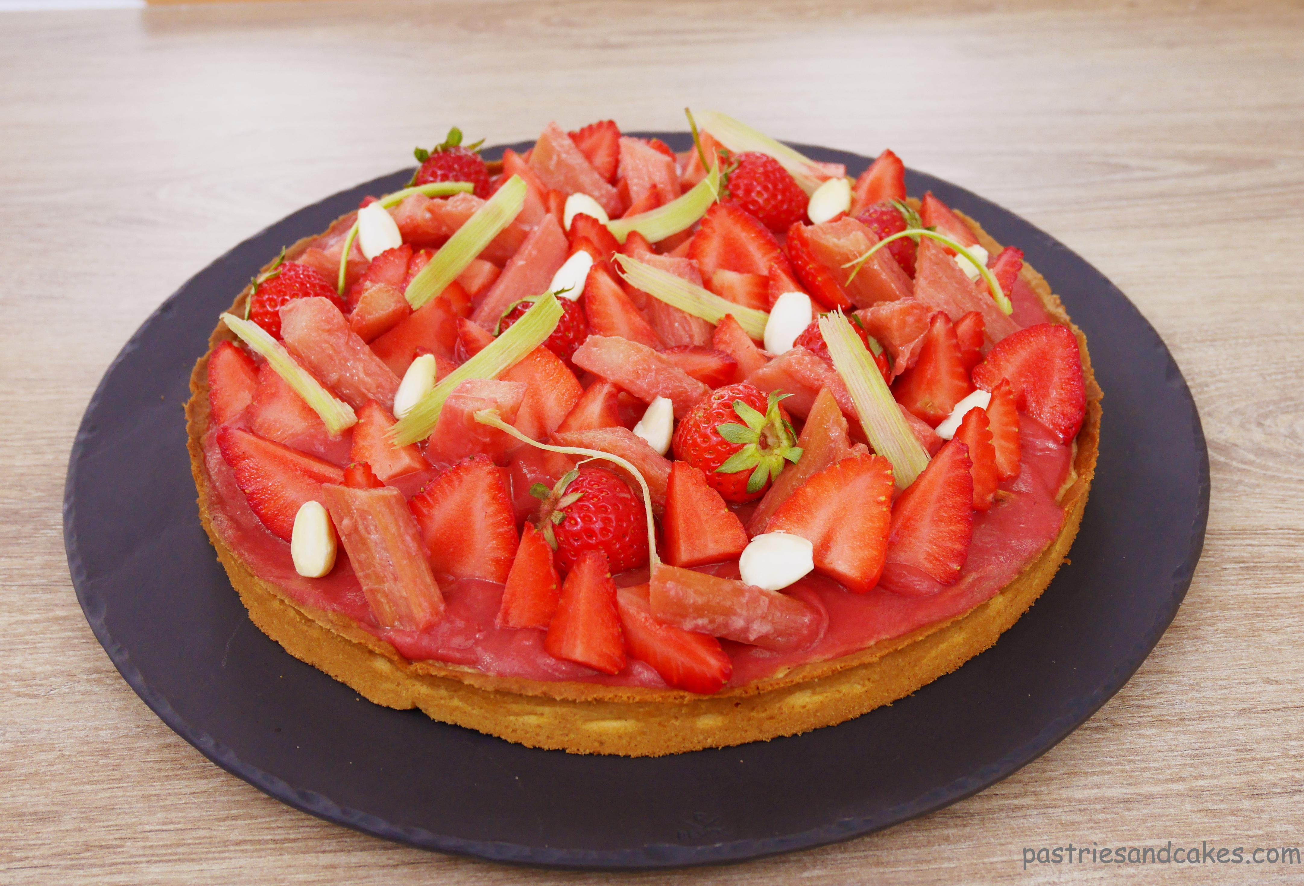 tarte fraises rhubarbe pastries cakes. Black Bedroom Furniture Sets. Home Design Ideas
